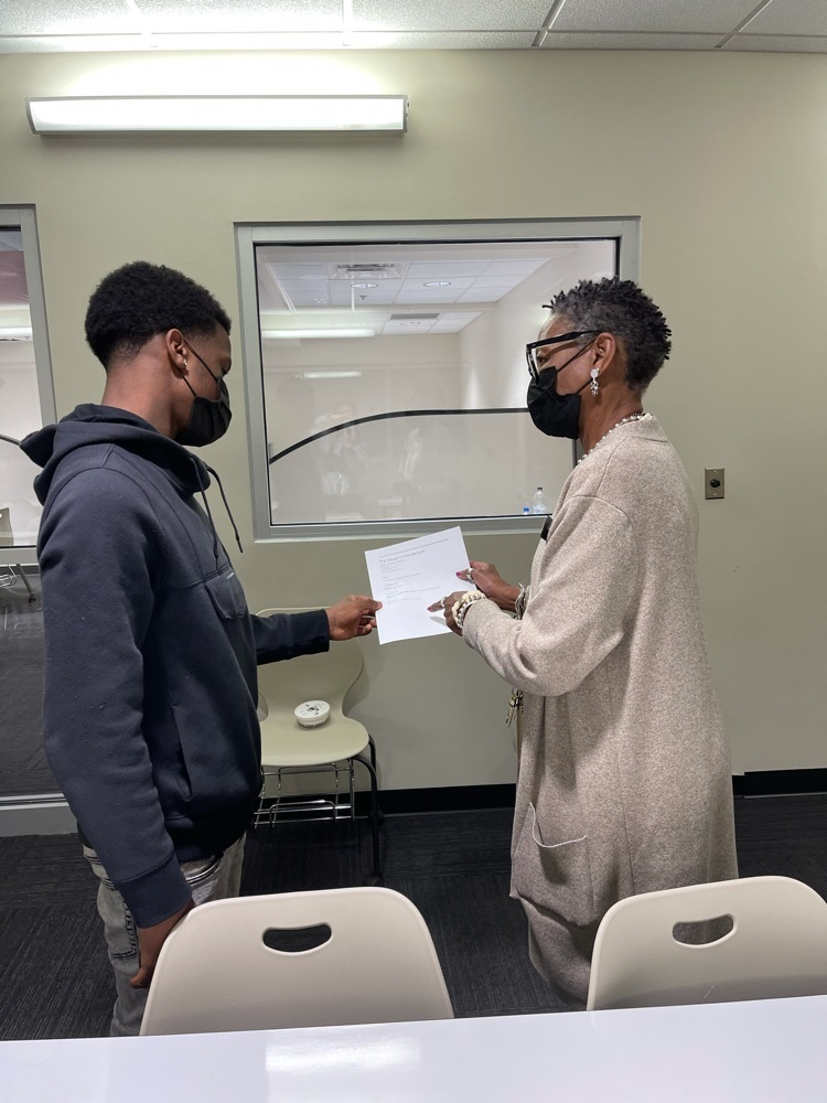 student and career coach discuss a resume